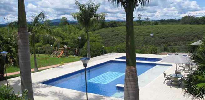Hotel casaroma for Piscinas ramirez